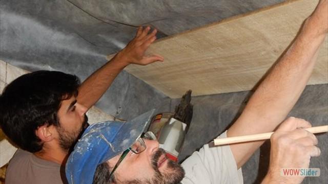 Installation d'un parepluie et de voliges pour isoler le gîte !